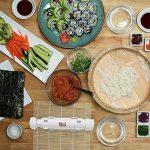 Appareil à sushis et makis Merci Myself - Sushi Bazooka - Kit sushi maker , Cadeaux : EBOOK de 100 pages et 23 recettes + 2 paires de baguettes + support+ Natte à sushi en bambou, Le cadeau idéal pour les fans de cuisine japonaise & cuisine facile - fait image 2 produit