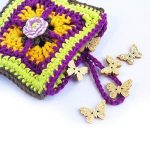 petite pochette femme multicolore organisateur sac crochet carré coton avec bouton fleur - fourre tout housse etui pour mouchoir tampon maquillage carte - cadeau utile pour maman de la marque CocoFlower image 1 produit